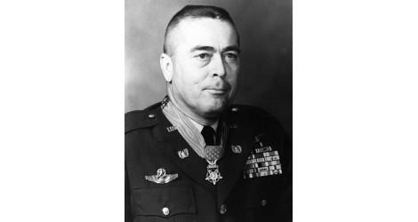 Michael J. Novosel Médaille d'Honneur du Congrès, de la Seconde Guerre Mondiale au Vietnam, d'un B-24 à un Huey UH-1